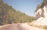 Дорога на выезде из города, справа меловая гора.